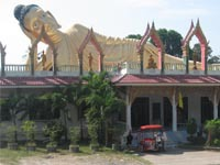 The largest reclining Buddha in Phuket can be found at Wat Sri Soonton