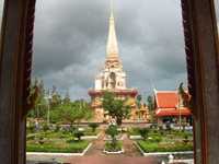Wat Chalong - bright colours under  a gloomy sky